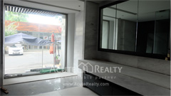 officespace-showroom-for-rent