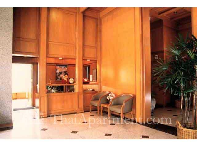 Suan Phinit Apartment image 2