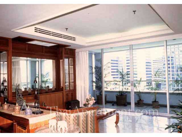 Suan Phinit Apartment image 6