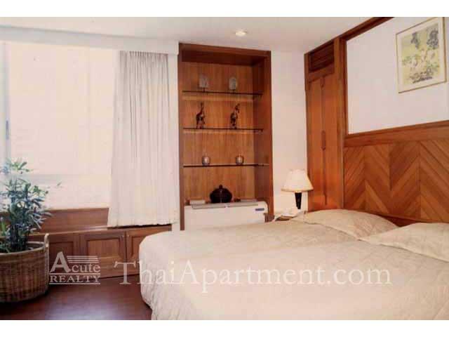 Suan Phinit Apartment image 9