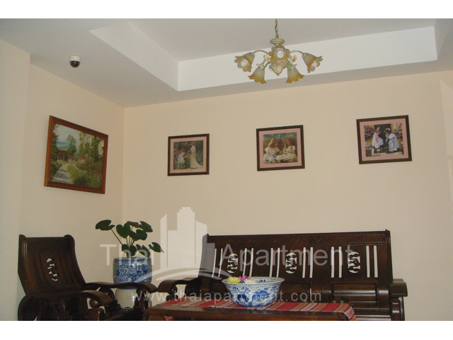 Mine Sasri Apartment image 4