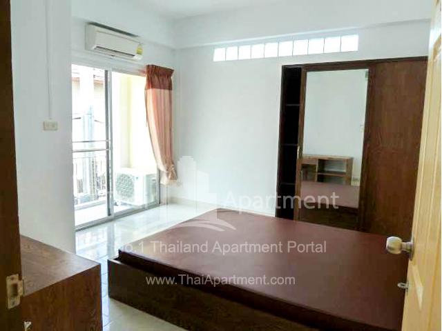 Baan Khunyai Apartment image 2