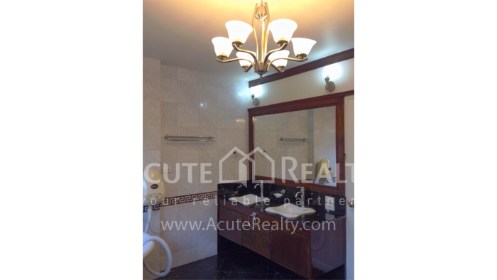 House  for sale Hang Dong image12