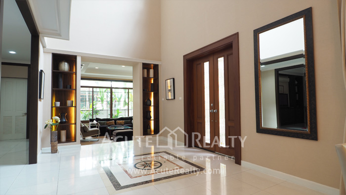 House  for sale & for rent Pattanakarn-Srinakarin Road image1