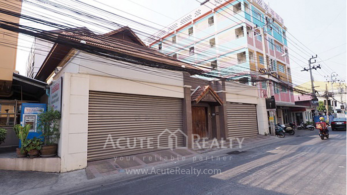 House, Home Office  for sale Ratchadaphisek 36 (Soi Suea Yai Uthit)  image0