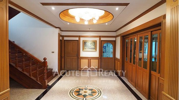 House, Home Office  for sale Ratchadaphisek 36 (Soi Suea Yai Uthit)  image1