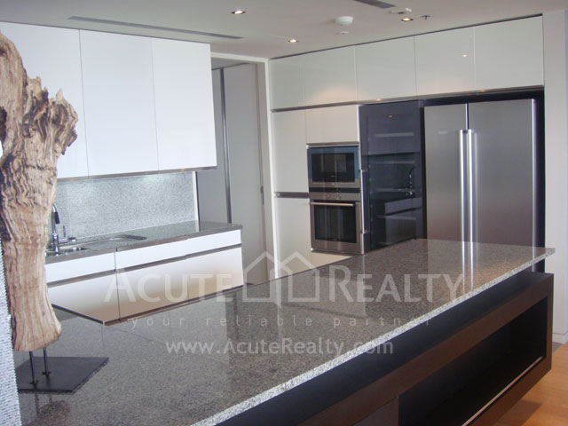 Condominium  for rent The Met Sathorn image9