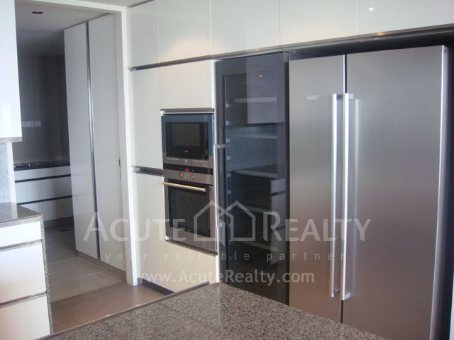 Condominium  for rent The Met Sathorn image10
