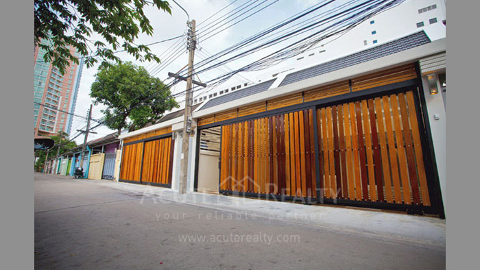 联排别墅  for rent Sathupradit image0