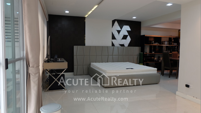 联排别墅  for rent Sathupradit image3