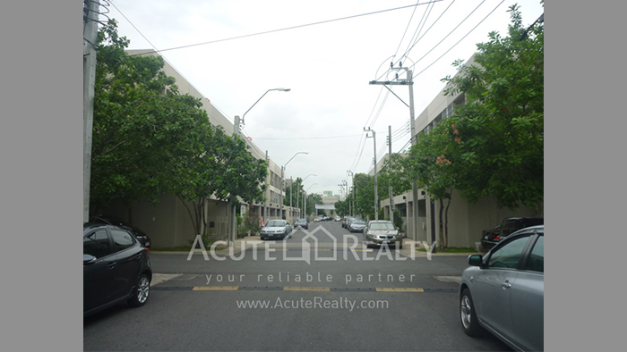 Townhouse  for sale Pattanakarn 26 image0