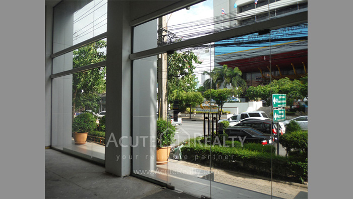 Showroom  for rent Petchaburi image1