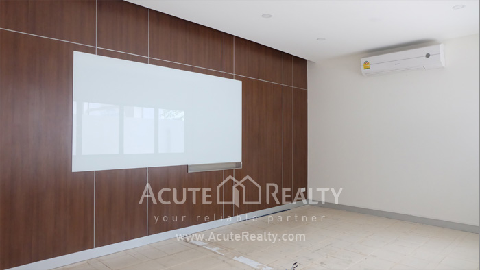 Showroom  for rent Petchaburi image5