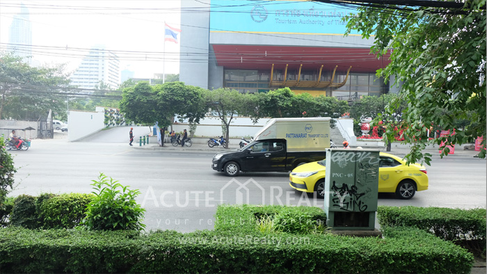 Showroom  for rent Petchaburi image10