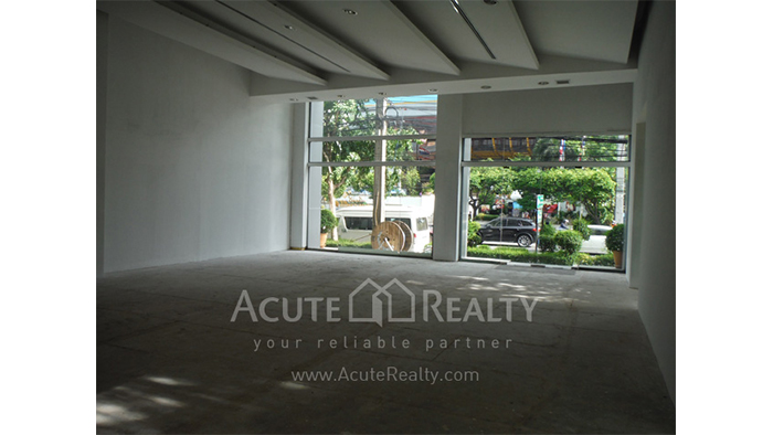 Showroom  for rent Petchaburi image11