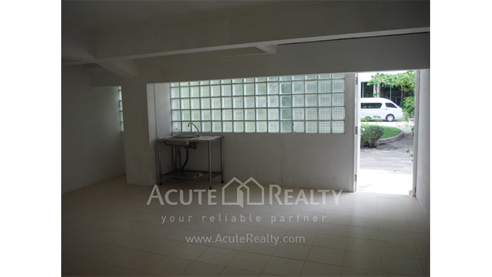 Showroom  for rent Petchaburi image13