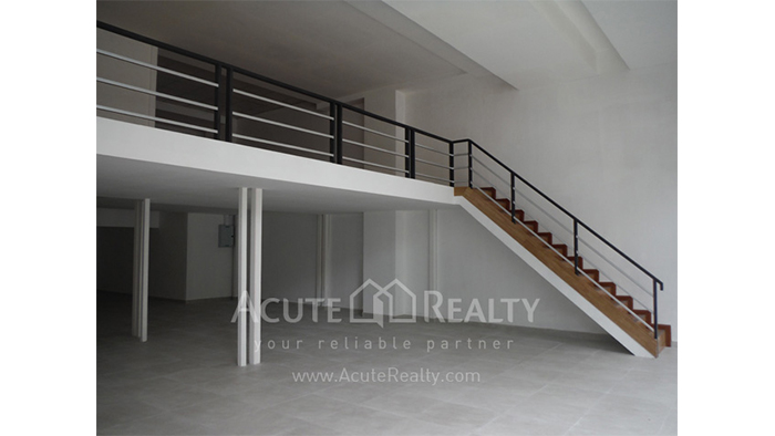 陈列室  for rent Petchaburi image4