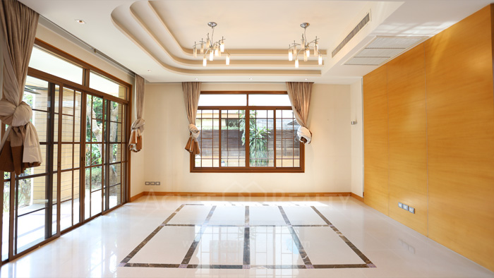 House  for sale & for rent Pattanakarn - Srinakarin image1