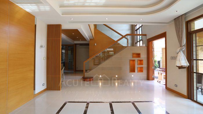 House  for sale & for rent Pattanakarn - Srinakarin image2