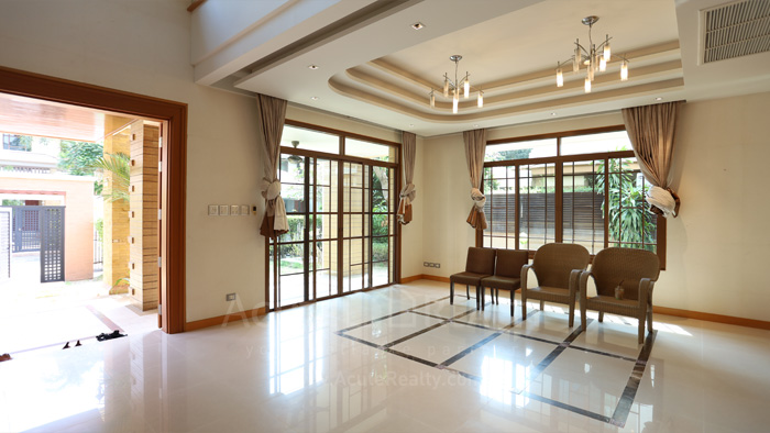 House  for sale & for rent Pattanakarn - Srinakarin image3