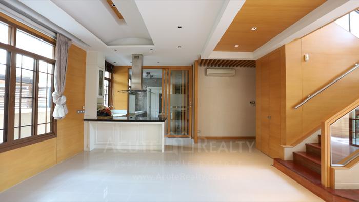 House  for sale & for rent Pattanakarn - Srinakarin image12
