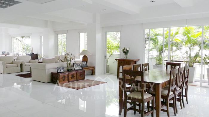 Condominium  for sale Narathorn Place Sathorn-Narathiwas image1