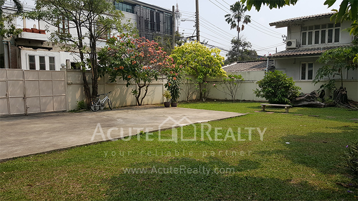 House, Home Office  for sale Sutthisarnvinitchai Rd.(Intamara 3)  image1