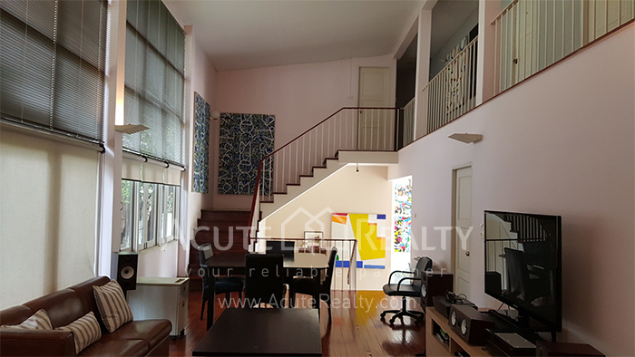 House, Home Office  for sale Sutthisarnvinitchai Rd.(Intamara 3)  image3