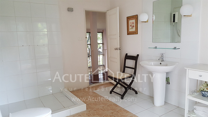 House, Home Office  for sale Sutthisarnvinitchai Rd.(Intamara 3)  image8