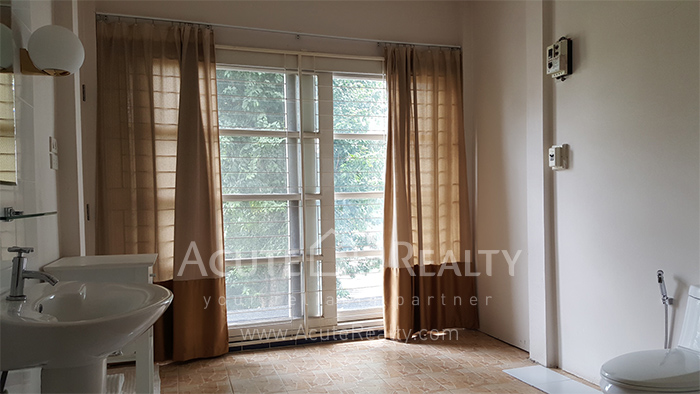 House, Home Office  for sale Sutthisarnvinitchai Rd.(Intamara 3)  image9