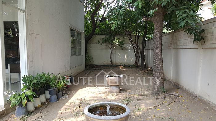 House, Home Office  for sale Sutthisarnvinitchai Rd.(Intamara 3)  image12