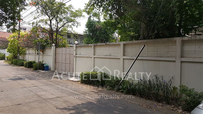 House, Home Office  for sale Sutthisarnvinitchai Rd.(Intamara 3)  image15