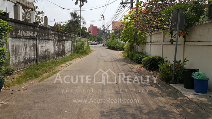 House, Home Office  for sale Sutthisarnvinitchai Rd.(Intamara 3)  image16