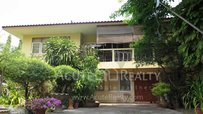 房屋, 家庭办公室  for rent Soi Intramara, Saphankwai image8