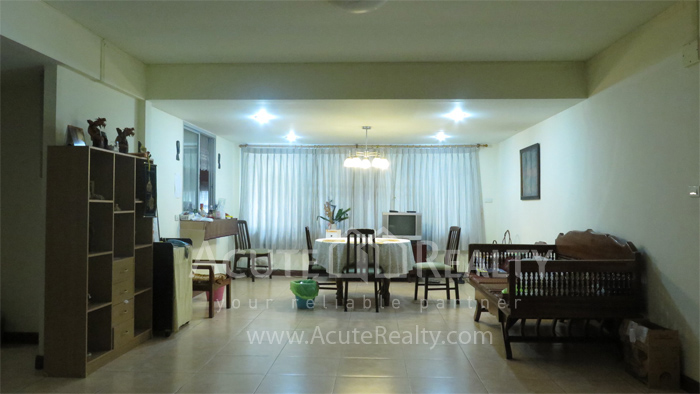 房屋, 家庭办公室  for rent Soi Intramara, Saphankwai image14
