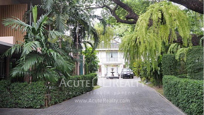 House  for rent Yen Akat Rd. image1