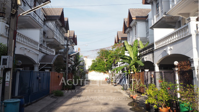 Townhouse  for sale Narathiwas-Chan Rd. image0