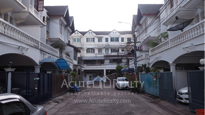 Townhouse  for sale Narathiwas-Chan Rd. image1