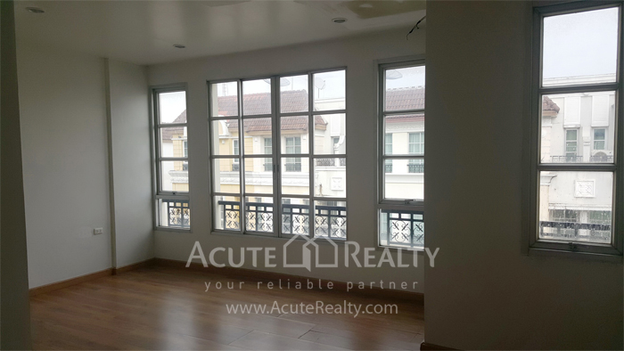 Townhouse, Home Office  for sale Ratchavipha image12