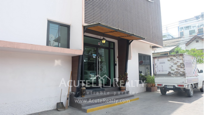 House, Home Office, Office Building, Showroom  for rent Ekamai image0