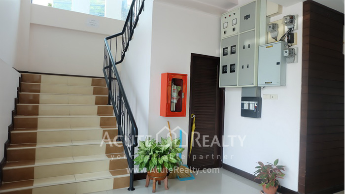 House, Home Office, Office Building, Showroom  for rent Ekamai image6
