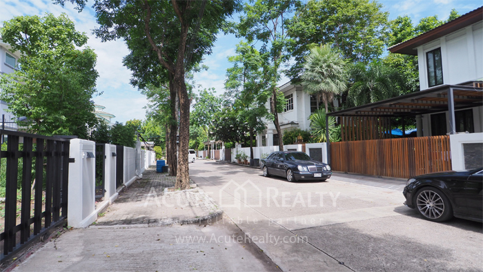 House  for sale Yothin Phatthana Rd. image2