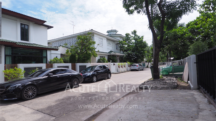 House  for sale Yothin Phatthana Rd. image3