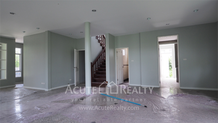 House  for sale Yothin Phatthana Rd. image17