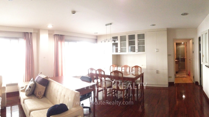 Condominium  for sale Navin Court Ruamrudee image1