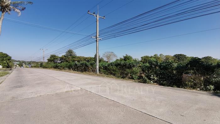 Land  for sale & for rent On 331 Road, Nongkham, Sriracha.  image2