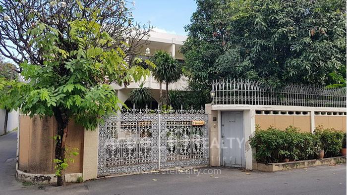 House, Home Office  for rent Sukhumvit 51 image0