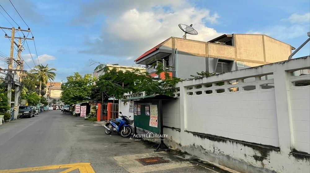 House, Townhouse  for sale Sripoom image1
