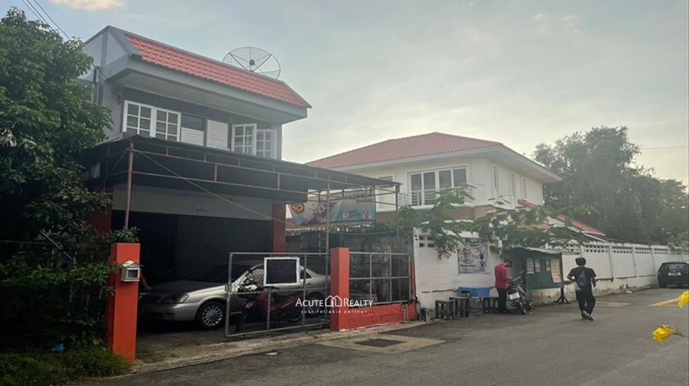 House, Townhouse  for sale Sripoom image2