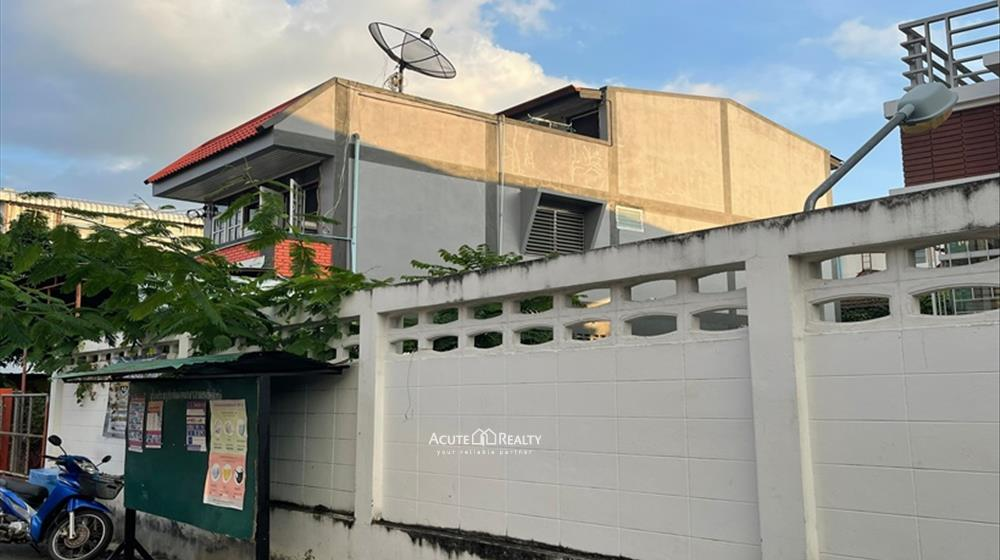 House, Townhouse  for sale Sripoom image3